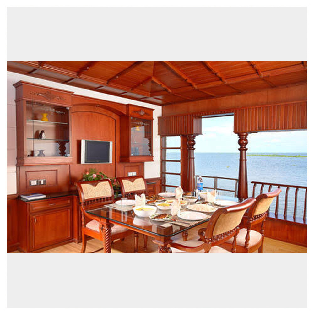 houseboat cuisine , dining room